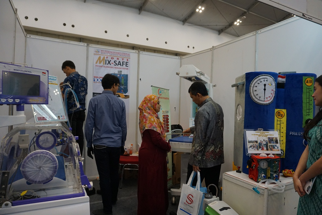 A Giant Mixsafe (Infant Blending Resuscitator) Participated in Medical Equipment and Health Product Expo in 54th National Health Day